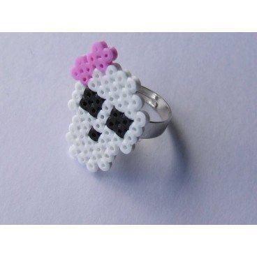 Anillo pixel-art calavera lazo rosa