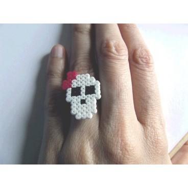 Anillo pixel-art calavera lazo fucsia