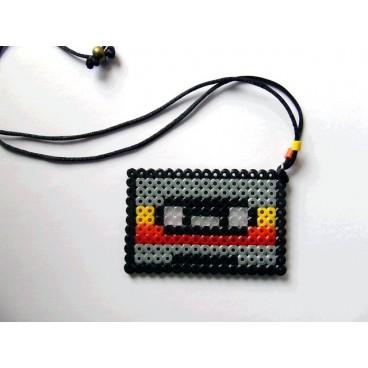 Cassette pixel-art 2 colgante