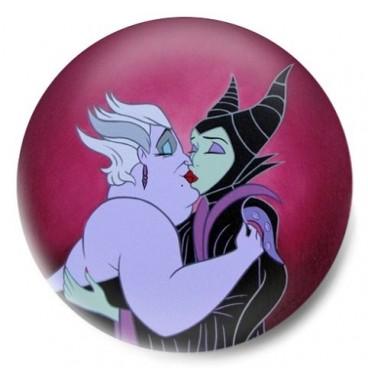 Brujas Disney Gay Beso